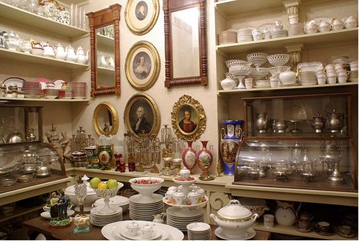 Display with several types of ceramics on it